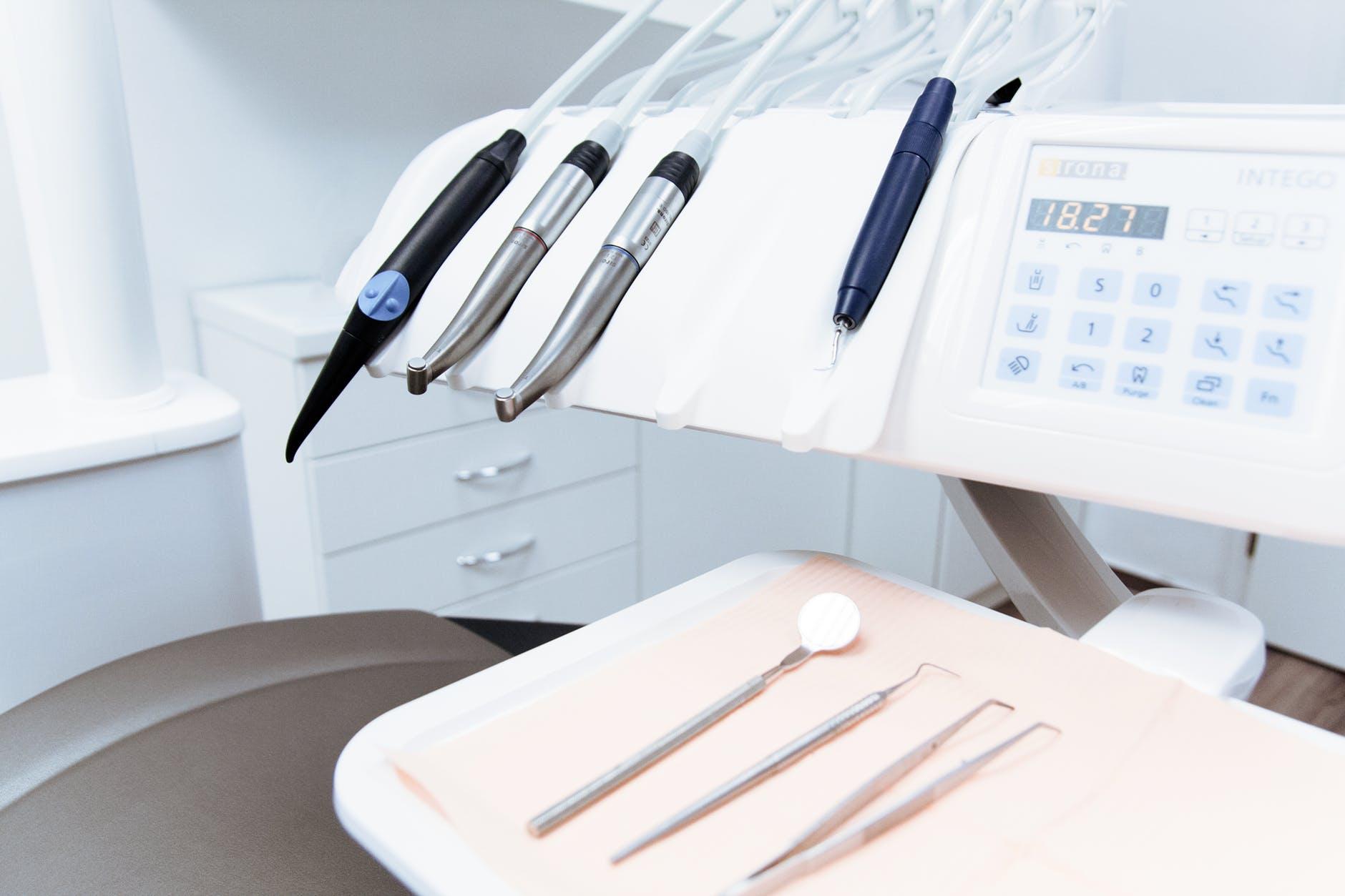 Implantai dantims